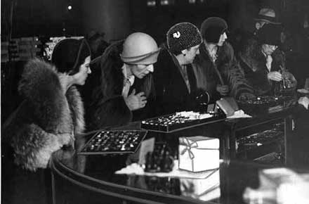 Women browsing at jewelry counter, Halle's, 1935