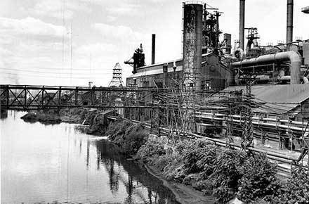 Steel mill along Mahoning River, 1962